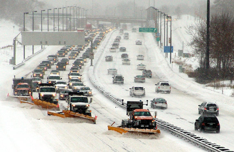多伦多的冬天,自己铲雪还是请铲雪公司?