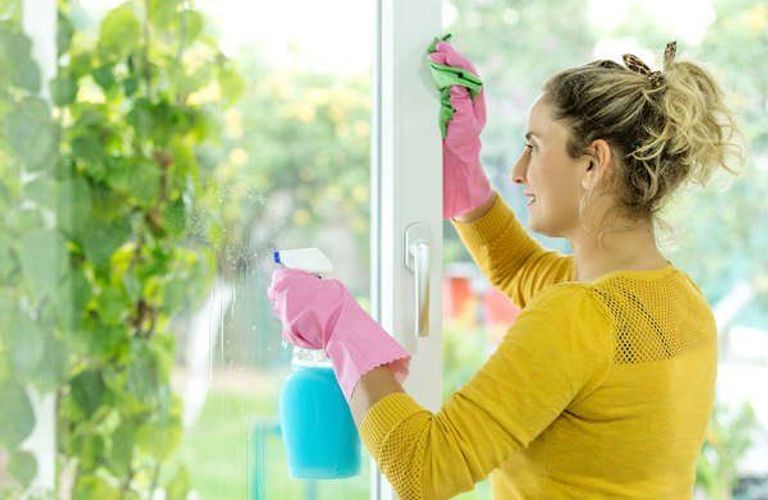 使用纯天然清洁器清洁房屋