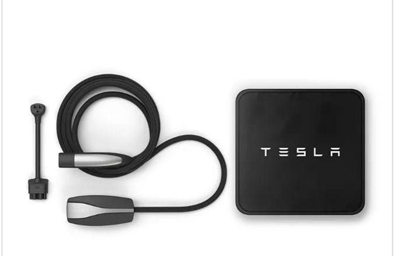 如何在家中安装特斯拉电动车充电装置?