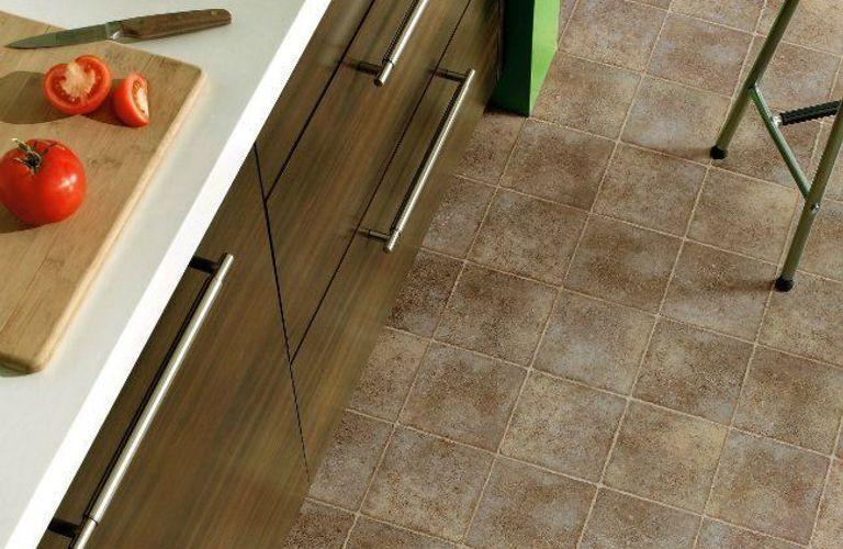 如何清洁和维护地板革