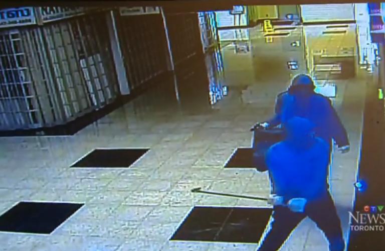 加拿大多伦多士嘉堡一商场珠宝店被爆窃!店主表示失望透顶!