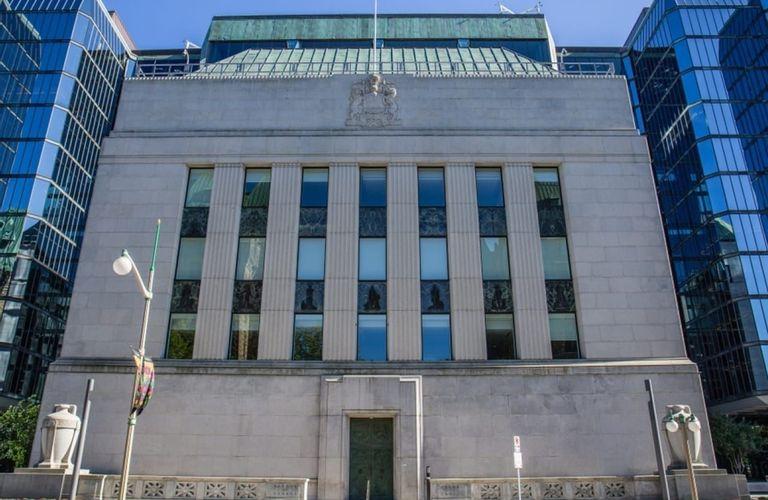 加拿大央行宣布不加息 加币飞流直下