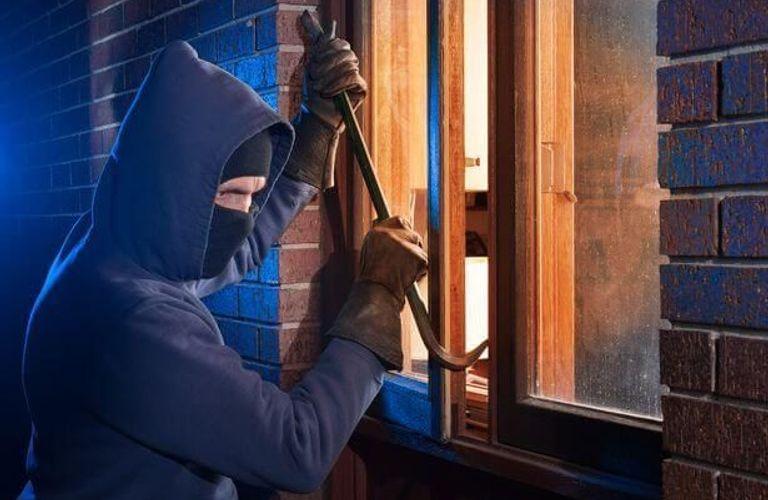 这5种防止入室盗窃的办法,可保护您和家人的安全